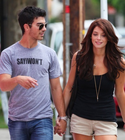Joe Jonas  Ashley Greene.jpg