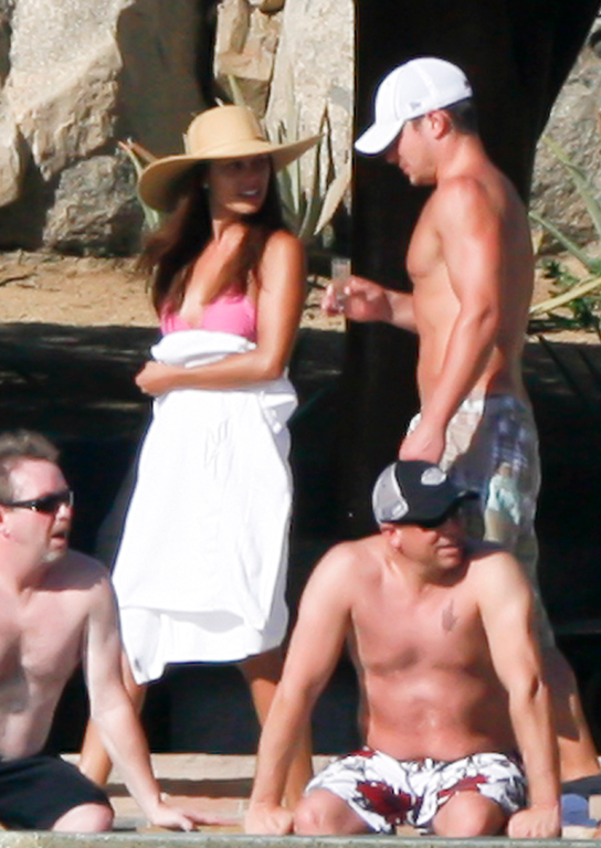 Nick Lachey and fiancée Vanessa Minnillo in Mexico.jpg