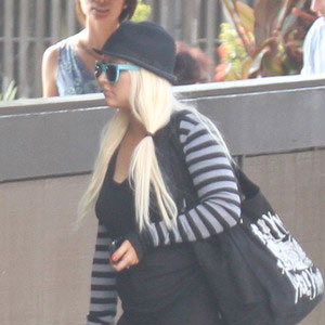 Christina-Aguilera-at-the-Airport.jpg