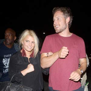 Jessica-Simpson-and-Eric-Johnson-At-the-Adele-Concert-in-Hollywood.jpg