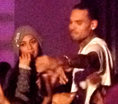Chris Brown Kisses Nicole Scherzinger.jpg