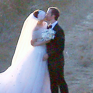 Anne-Hathaway-Marries-Adam-Shulman.jpg