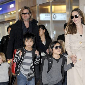 Brad-Pitt-Angelina-Jolie-With-Kids.jpg