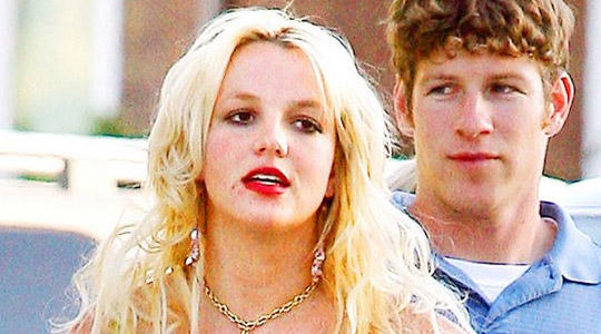 brittney-spears-red-lipstic.jpg