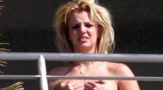 britney-spears-balcony.jpg