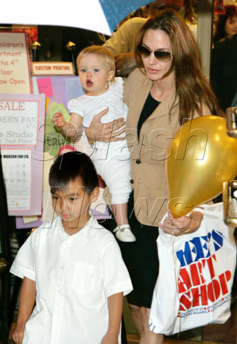 Angelina%20Jolie%20takes%20Shiloh%20and%20Maddox%20out%20shopping%20at%20Lee%27s%20Art%20Shop.jpg
