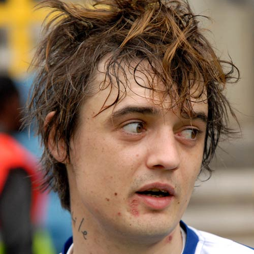 http://thebosh.com/upload/2008/05/20/pete_doherty_plays_football_for_charity/Pete-Doherty2.jpg