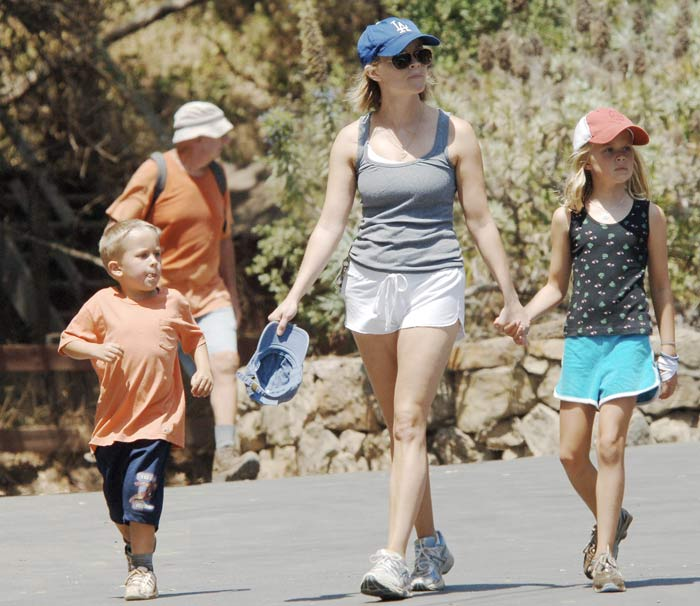 Reese Witherspoon takes her kids Ava and Deacon for a 1 hour long hike