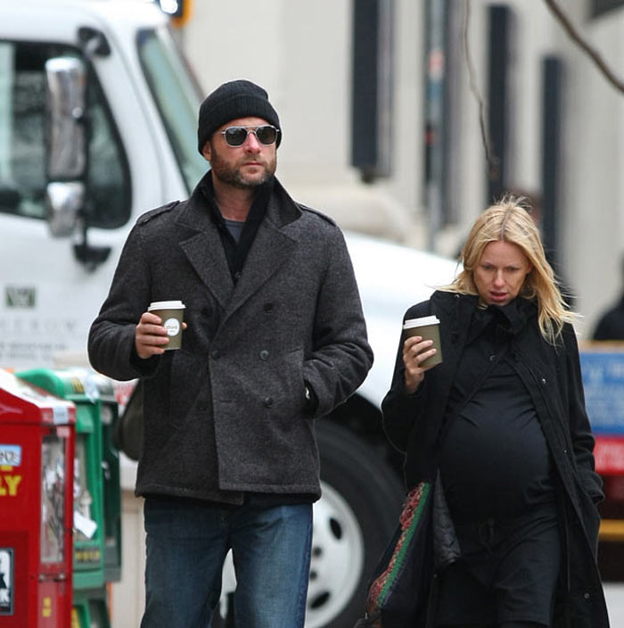 A very pregnant Naomi Watts and Liev Schreiber run errands