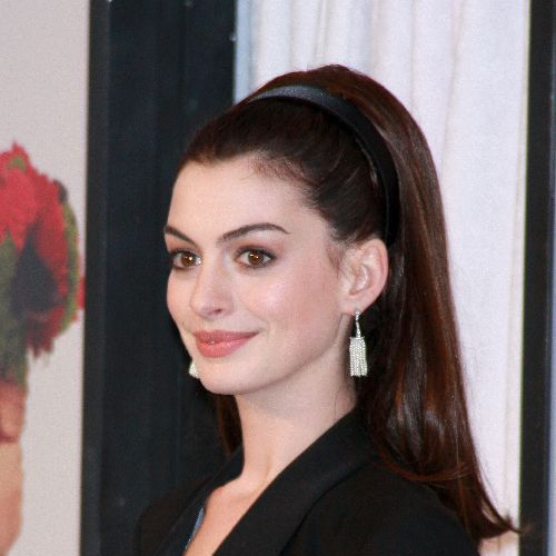 http://thebosh.com/upload/2009/01/12/anne_hathaways_parents_have_great_sex/Anne%20Hathaway1.jpg