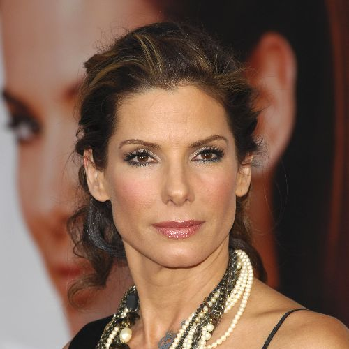 http://thebosh.com/upload/2009/06/08/sandra_bullock_mocks_ryan_reynolds_for_being_a_nobody/Sandra%20Bullock.jpg